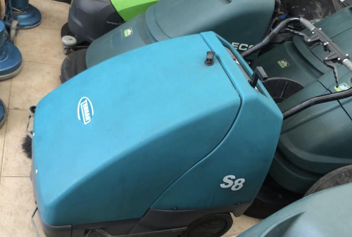 Locação Varredeira de piso a bateria tennant S8